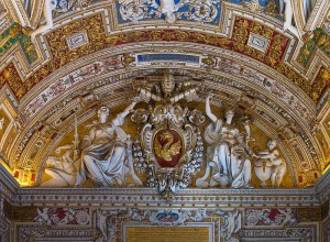 800px-Relief_of_CoA_of_Pope_Gregorius_XIII,_Gallery_of_the_geographic_maps,_part_of_the_ceiling,_Vatican_City_2